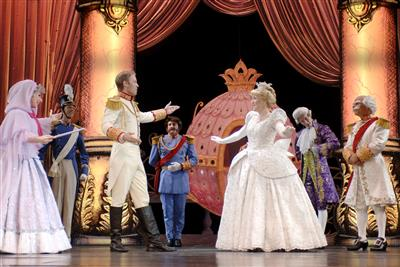 disney-magic-show-theatre